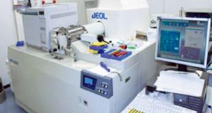 高分解能ガスクロマトグラフ質量分析計でダイオキシンを検出